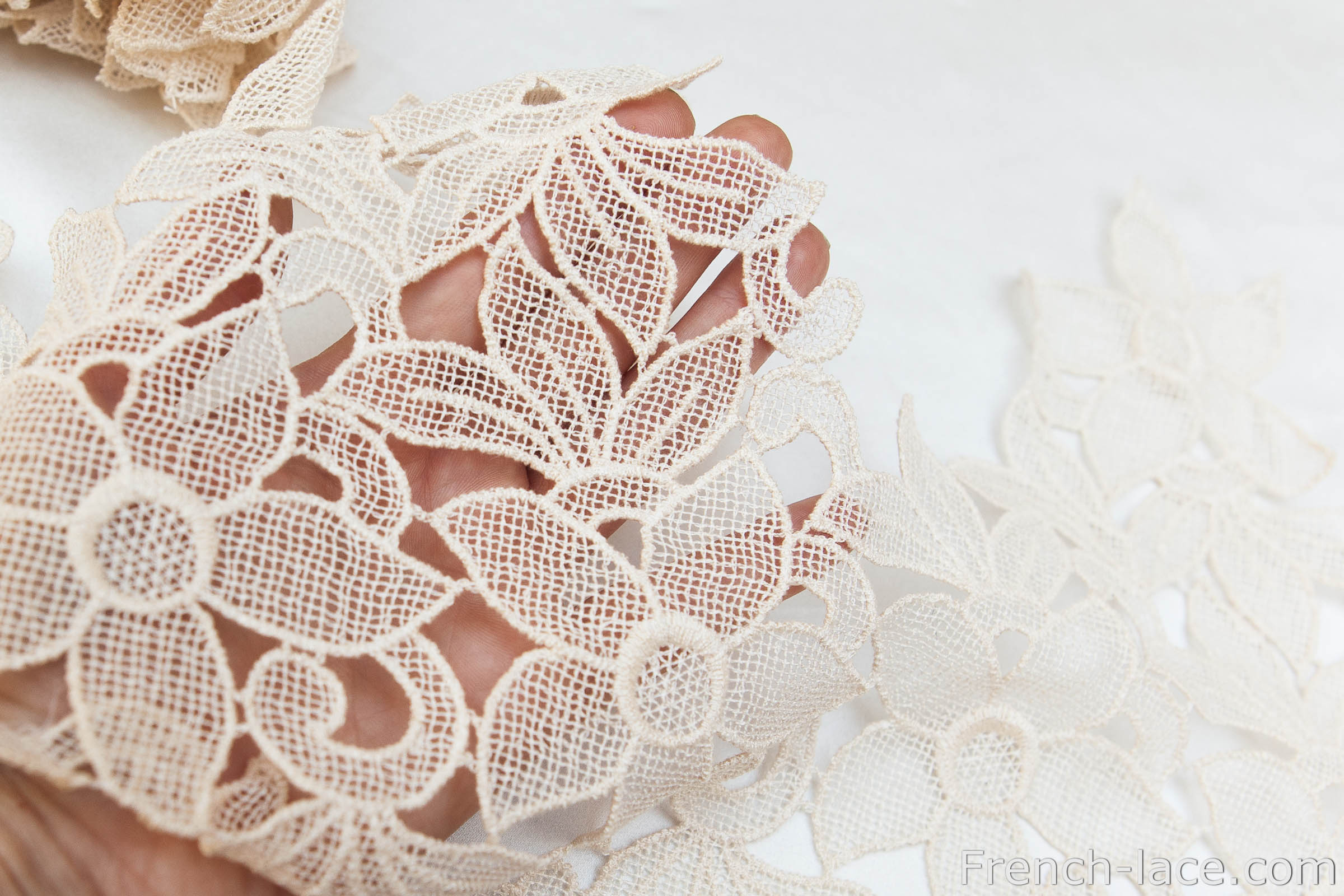 Beige macrame lace, can be cut into appliques.