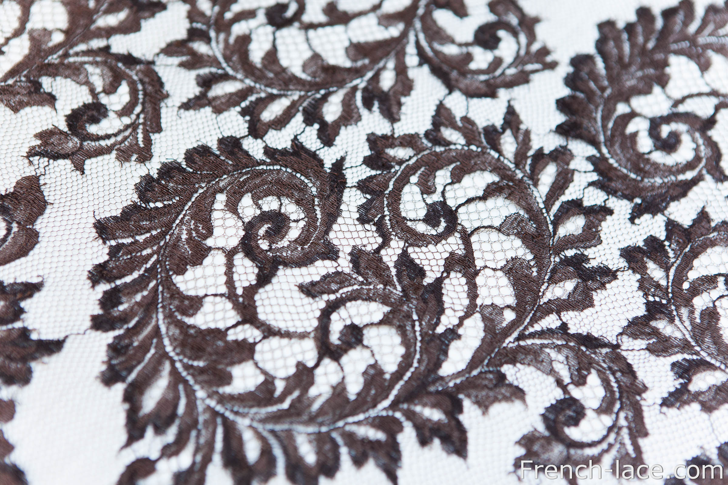 Gorgeous lace by Riechers Marescot with two tints of ebony/brown and fantastic scallops!