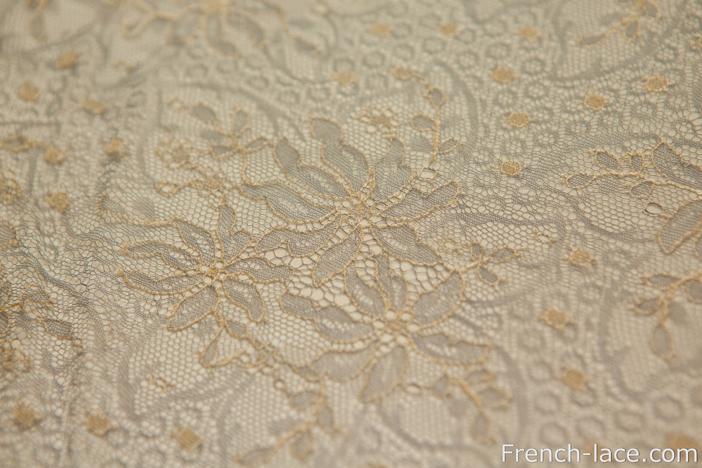 Ivory Lace Wallpaper