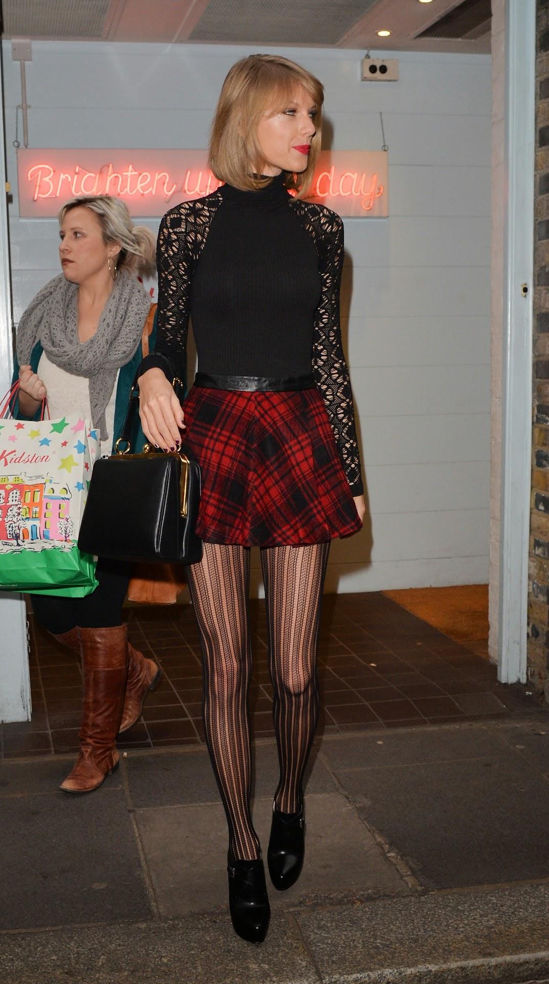 Taylor Swift black guipure sleeves